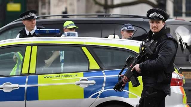 ONE DEAD, 10 INJURED  AS VAN HITS MUSLIM WORSHIPERS NEAR MOSQUE IN LONDON