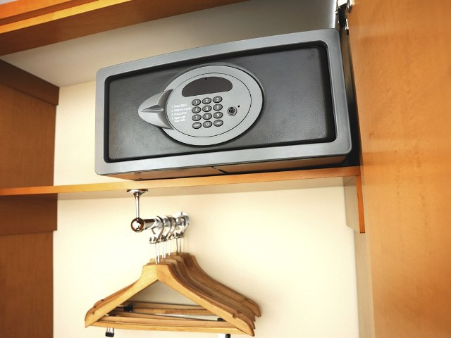 TOP 5 SECRETS TO KEEP YOUR VALUABLES SAFE IN A HOTEL ROOM