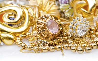 WOMAN ARRAIGNED FOR STEALING JEWELRIES